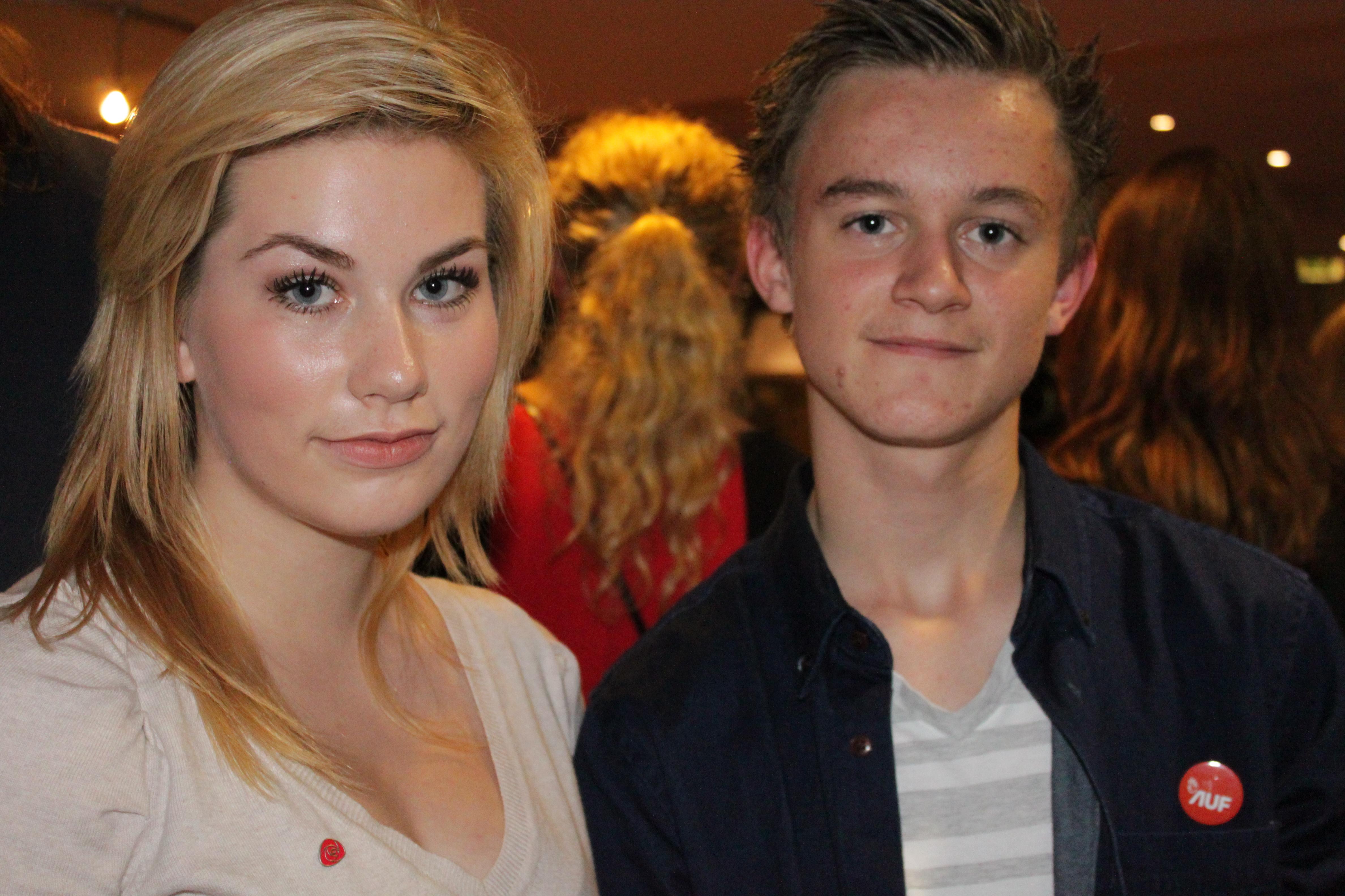 Angelika(14) og Thomas(14) koste seg på Aps valgvake.